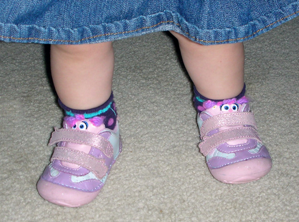 sesamestreetstrideriteshoes closeup Success! Stride Rite Sesame Street Shoes Fit